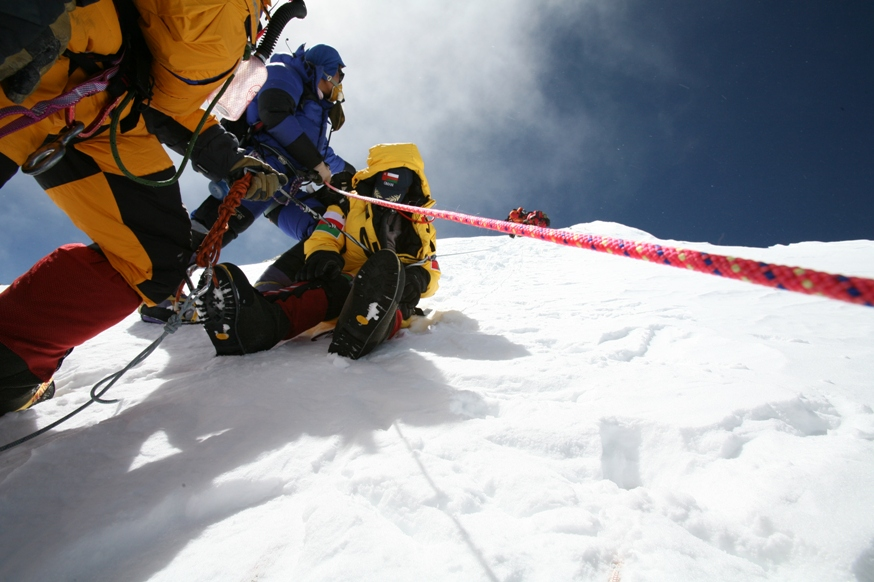 Tim Rippel rope rescue of client on Everest 2008